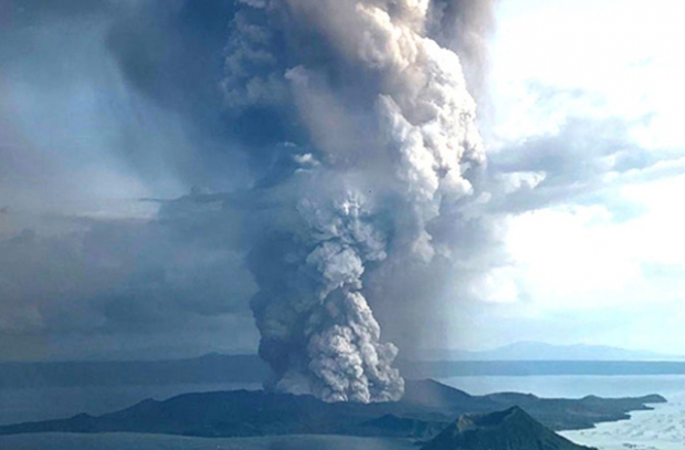 Volcán Taal causa alerta en Filipinas