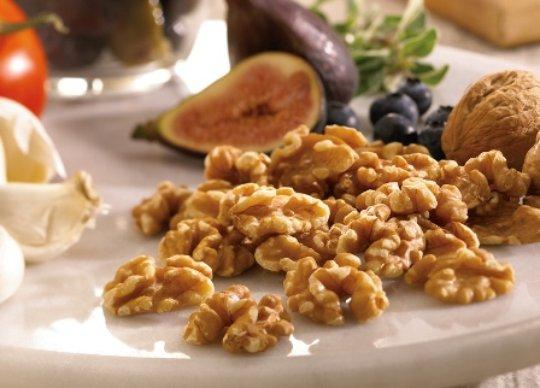 Consumir nueces aumenta las  bacterias intestinales buenas