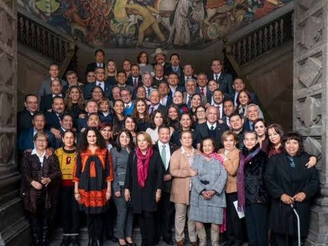AMLO se reúne con senadores de Morena, PT, PES y PVEM