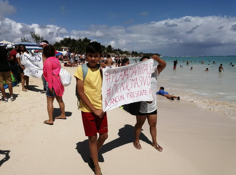 Más de 1000 personas  abarrotan  Playa Mamitas