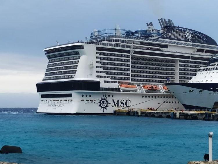 Ya está en muelle de Cozumel crucero con posible pasajero con coronavirus
