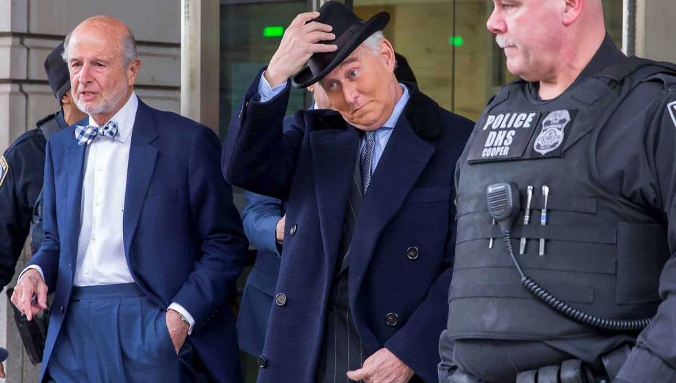 Sentencian prisión a Roger Stone socio de Trump