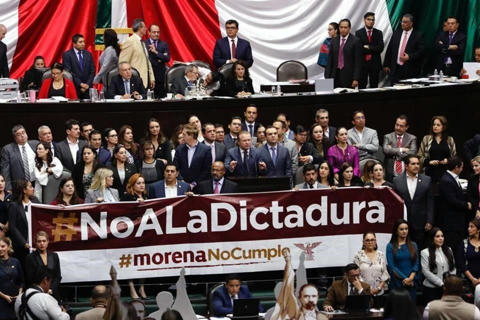 Diputadas de oposición reclaman a AMLO expresiones machistas