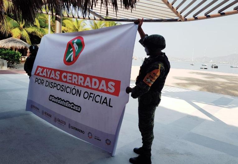 Semar desaloja a turistas de playas de Acapulco