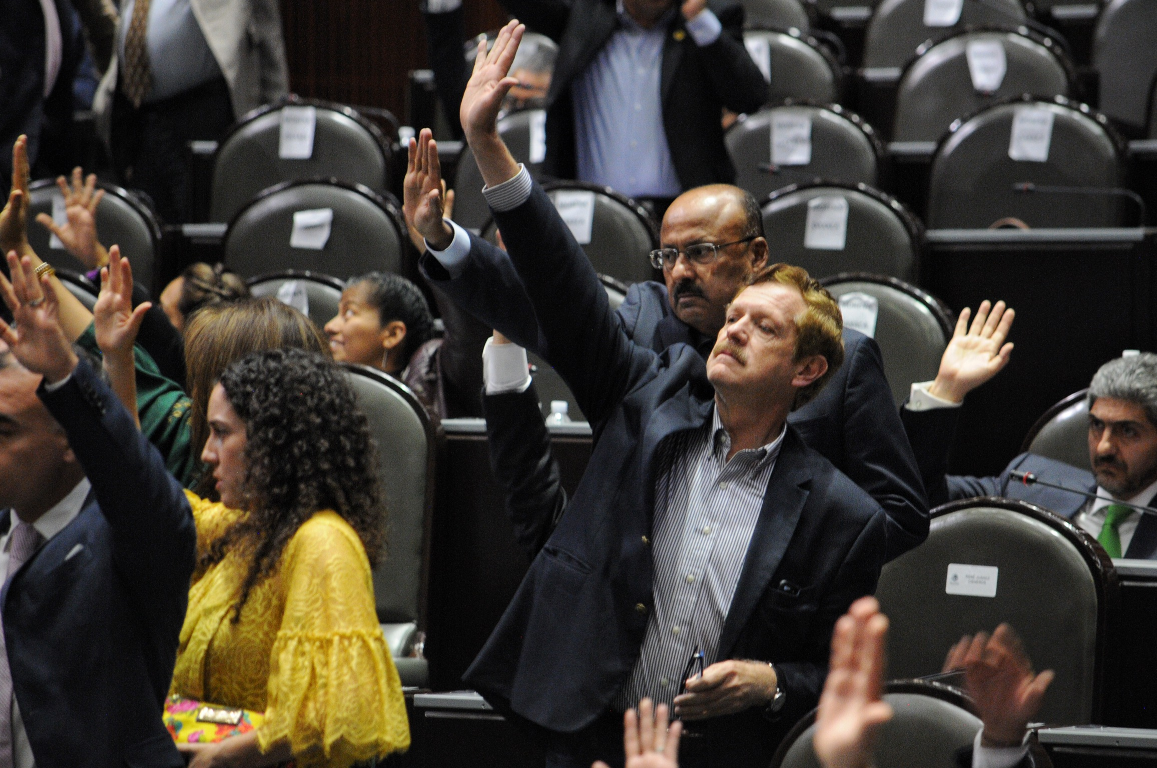 Legisladores del PRI PAN PRD reclaman proyectos de AMLO