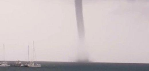 Tornado en el mar sorprende a cancunenses
